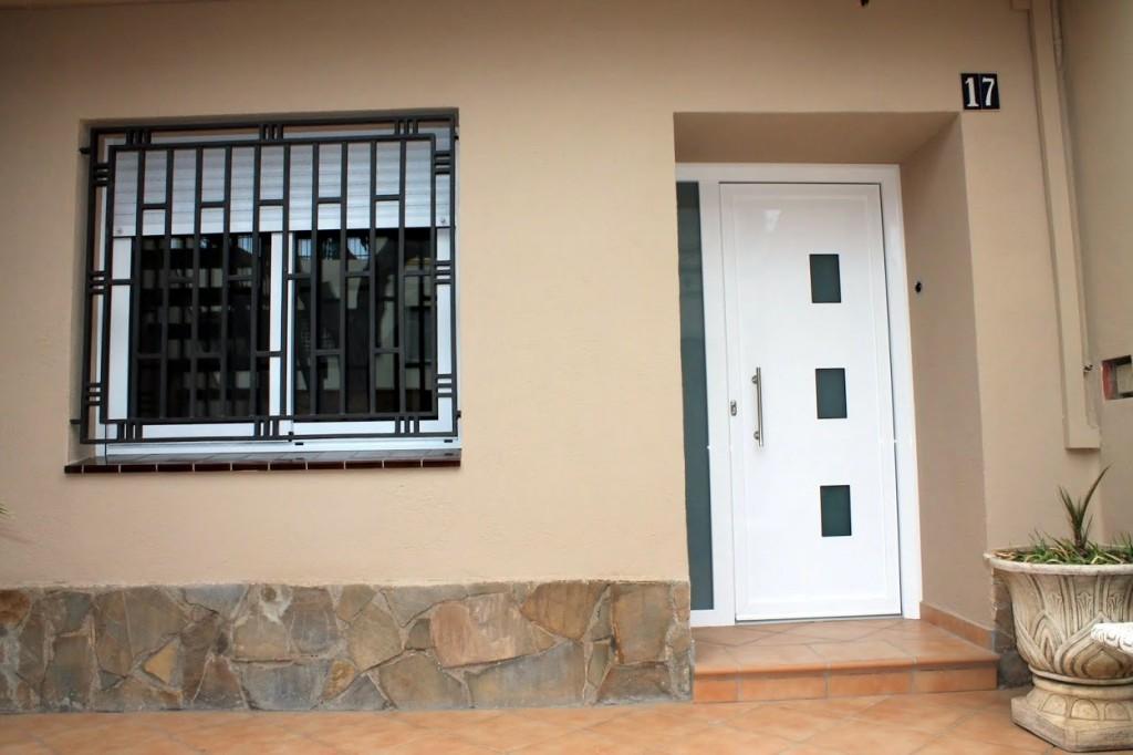 Alumtres carpinter a de aluminio for Puertas de aluminio para entrada principal